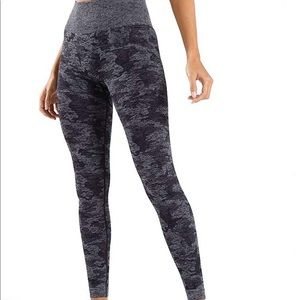 Black Camo Seamless Leggings (similar to GymShark)